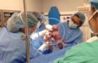 Queste due gemelle nacquero tenendosi per mano... eccole due anni dopo: adorabili!