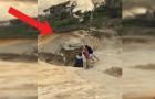Delle persone buttano giù una formazione rocciosa antichissima: ecco come si giustificano