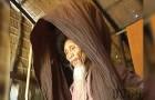 Non taglia i capelli da 50 anni: questo 73enne rimuove il turbante e svela a tutti il suo record