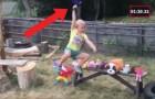 Dit meisje wil ninja worden: haar vader heeft een speciaal parcours gemaakt voor zijn kleine krijger!