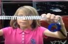 Bambini dimenticati in auto dai genitori: ecco la geniale invenzione di una bimba di 9 anni