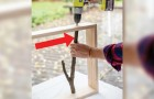 Il insère des branches dans un cadre en bois: voici le projet à faire soi même à essayer dès maintenant