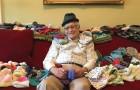 All'età di 86 anni impara a lavorare ai ferri: ecco il suo commovente progetto