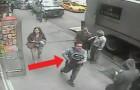 Quest'uomo ruba un secchio da un camion... Ma non sa che è pieno D'ORO!