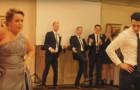La mère convainc le marié à danser avec elle: le show rend le mariage inoubliable