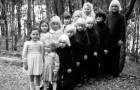 Mise su una setta che maltrattava bambini ma non fece un giorno di carcere: l'assurda storia de 'La Famiglia'