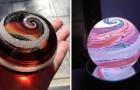 Diese Firma verwandelt Urnen in wertvolle Objekte dank der kunstvollen Glasarbeiten