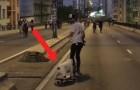 De buldog wil de skateboard afpakken van zijn baasje. Als hij er uiteindelijk in slaagt volgt er een spektakel!