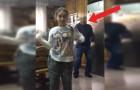 La ragazzina si scatena davanti alla telecamera ma è il nonno dietro di lei a dare davvero spettacolo!