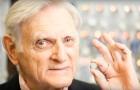 En 94 ans, l'inventeur de la batterie au lithium invente une autre très puissante