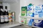 Tieni il latte sullo sportello del frigorifero? SBAGLIATO, ecco qual è il posto giusto