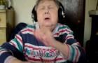 Nonna divertente che tenta di rappare