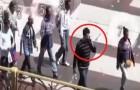 7 ladrones estan poniendo en acto el robo perfecto: tengan atencion al hombre del circulo