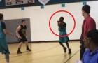 Este cara perdeu os dois braços, mas isso não o impede de fazer uma cesta de três pontos!