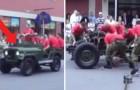 Alguns militares mostram como desmontar e montar um Jeep em 3 minutos!
