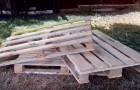 Transform wooden pallets into a ... sofa!