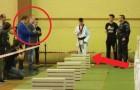 Ein 16-Jähriger und 120 zu durchschlagende Zementblöcke: seine Performance ist tadellos