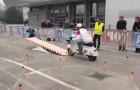 Percurso de obstáculos: a Vespa supera tranquilamente!