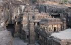 Il tempio di Kailasa è ricavato da un unico monolite ed è il più grande al mondo nel suo genere