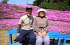 Questo amorevole marito ha passato 2 anni a piantare fiori per la moglie non vedente