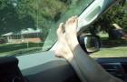 Ecco perché non dovreste MAI mettere le gambe così quando viaggiate in auto