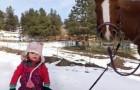 Emma e il cavallo sono migliori amici