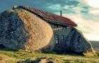 Het charmante Casa do Penedo, gemaakt van 4 naast elkaar geplaatste enorme rotsblokken
