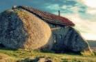 Casa do Penedo: het merkwaardige huis gemaakt van 4 enorme rotsblokken naast elkaar