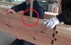 Eine alte japanische Technik, um Holzbohlen ohne Leim und Nägel miteinander zu verbinden