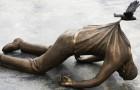 21 blikvangers van standbeelden die immuun zijn voor de zwaartekracht