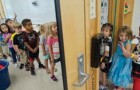 Op school komen de kinderen met slechte hygiëne aan, de leraren creëren een 'speciale' kast voor hen