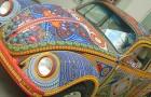 È il maggiolino più particolare: sulla carrozzeria ha oltre 2 milioni di perline posate a mano