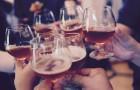 Lo dice anche la scienza: l'alcol ci rende più creativi (ma attenzione a non esagerare)