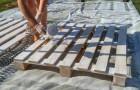 Un coin détente entièrement fait avec des palettes : le projet de ces jeunes donne envie de se mettre au travail.