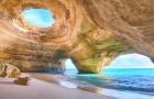 15 unieke stranden die je lijstje met reisbestemmingen langer zouden moeten maken