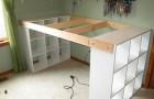 Combineer 3 IKEA-boekenkasten... en je hebt een ruim en goedkoop bureau!