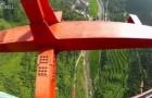 Salto dal ponte Aizhai in Cina