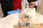 Dit zakje dat zich oplost in water binnen 5 minuten kan de uitvinding zijn die het lot kan veranderen van alle zeeën