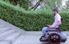 Un gruppo di ragazzi crea una sedia a rotelle che abbatte le barriere architettoniche: ecco il suo funzionamento
