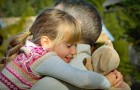 Holding metoden, en teknik för att lugna barn under ett känslomässigt utbrott
