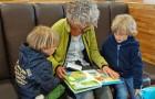 Att ta hand om sina barnbarn saktar ner det mentala åldrandet hos mor- och farmödrar enligt en ny studie