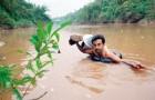 Elke dag steekt deze leraar zwemmend een rivier over om de school te bereiken