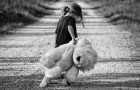 La joven que ha crecido con un padre ausente: recuerda que merece ser amada