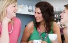 As mulheres devem sair com os amigos ao menos duas vezes por semana, é o que dizem os psicólogos