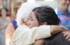 Gli anziani con l'Alzheimer non perdono la capacità di riconoscere una carezza: non facciamogliela mai mancare