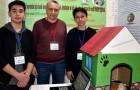 Due studenti inventano una cuccia riscaldata ad energia solare per salvare cani e gatti randagi dal freddo invernale