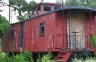 Sie verwandeln einen alten Wagon in ein Mini-Haus, so komfortabel, dass man vergisst, dass man in einem Zug sitzt