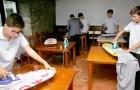 Esta escuela ha introducido la hora de actividad doméstica: los jóvenes aprenden a planchar, lavar y cocinar