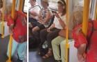 In de trein moet een oude vrouw staan terwijl jonge mensen naar muziek luisteren, geobsedeerd door hun mobiele telefoons