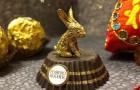 Questo artista cinese riesce a creare minuscole sculture con la carta stagnola dei cioccolatini
